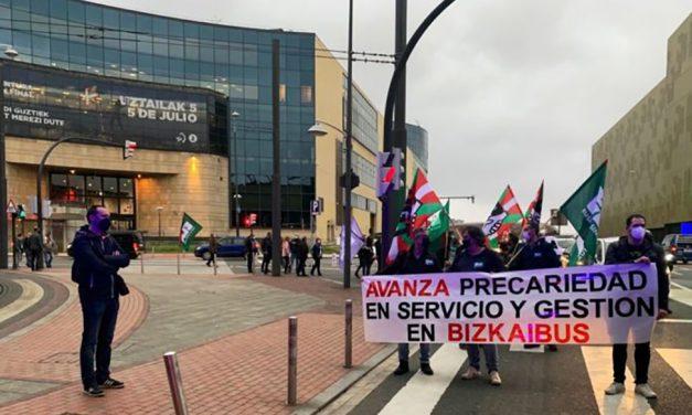 Protesta por los despidos, la precariedad y la falta de mantenimiento de los autobuses de Avanza Durangaldea